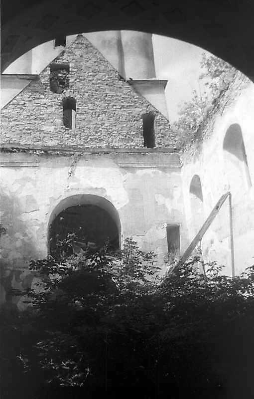 1996 р. Інтер'єр нави з видом на башту