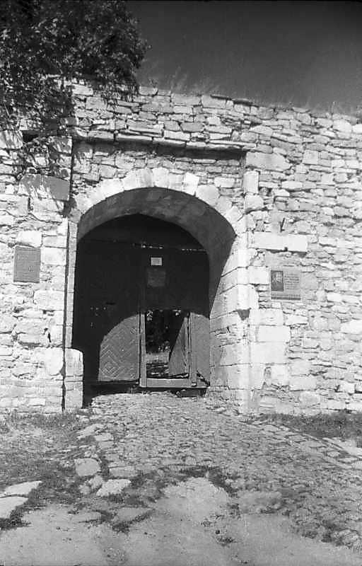 1996 р. Брама в східній стіні. Вигляд зі сходу