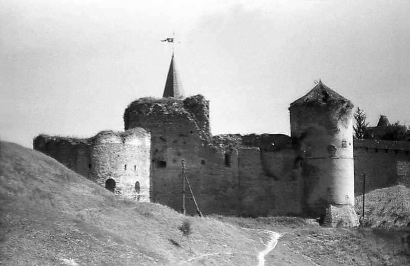 Башти (зліва направо) Нова Західна,…