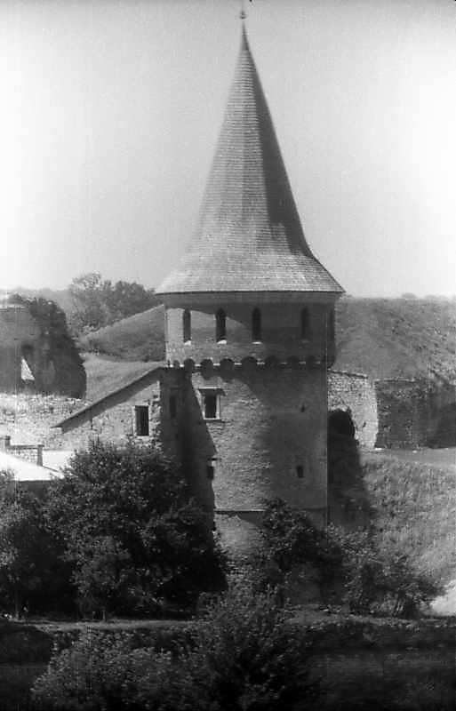 1996 р. Вид на башту Рожанку з Вірменського бастіону