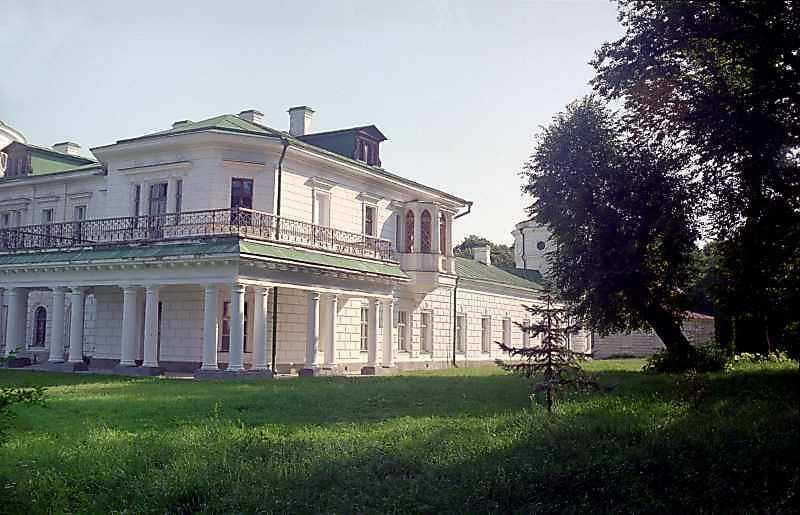 Права частина (південний фасад)