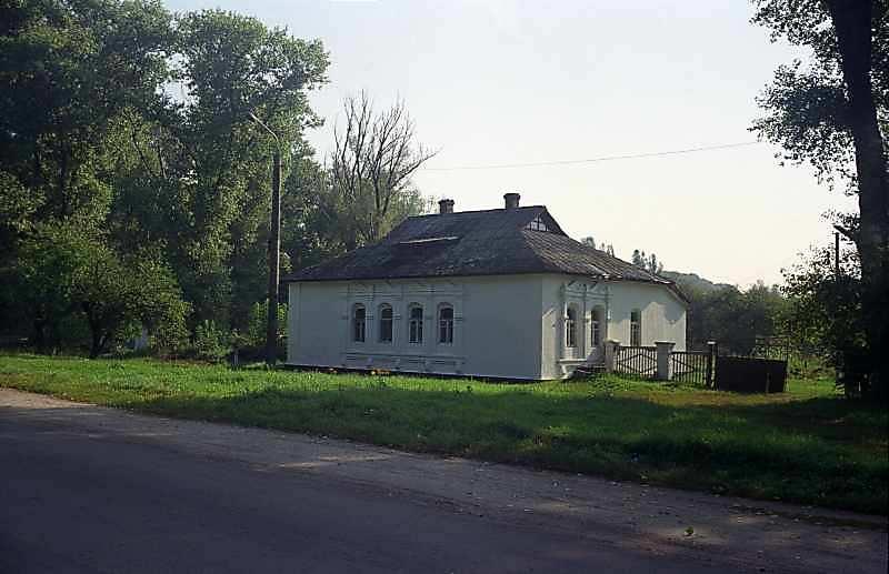 2000 р. Будинок (при дорозі з боку…