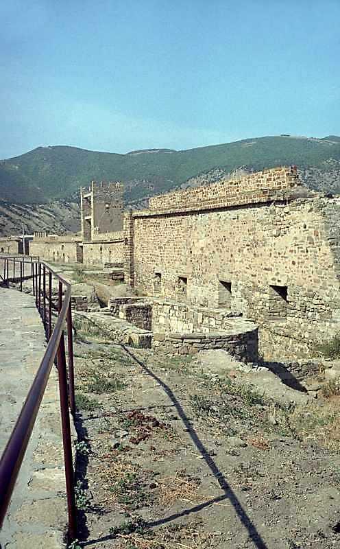 2001 р. Загальний вигляд зі сходу на тлі башти Паскуале Джудіче