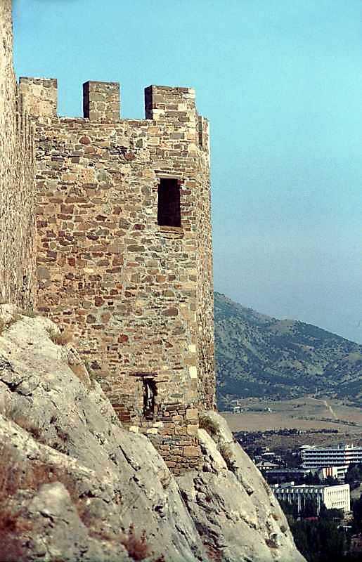 2001 р. Південно-східний виступ муру. Вигляд із заходу