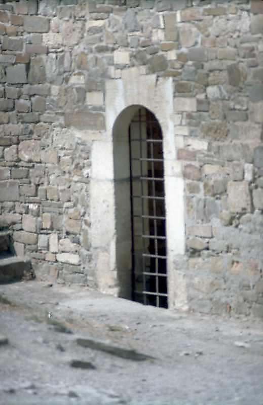 2001 р. Вхід. Вигляд зі сходу
