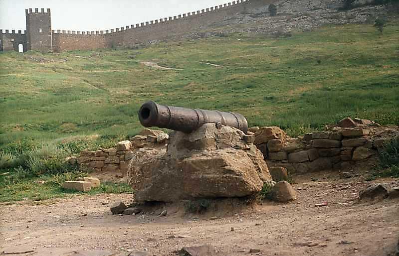 2002 р. Гармата часів Кримської війни