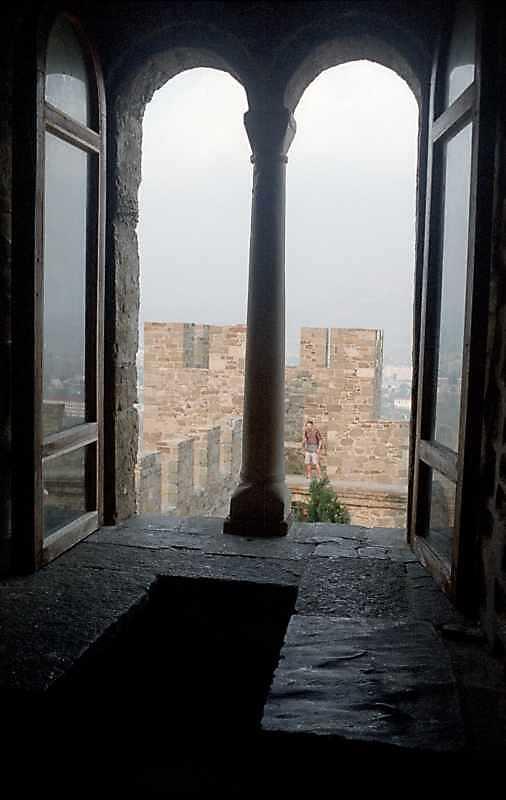 2002 р. Інтер'єр вікна в східній стіні…