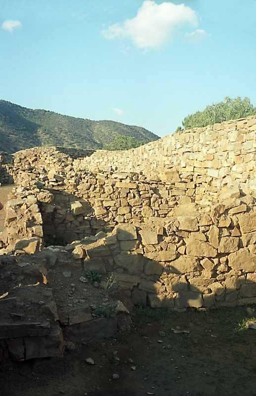 2002 р. Фрагмент західного муру…