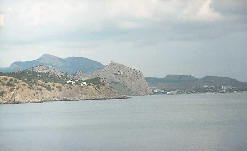 2002 р. Фортечна гора на тлі масиву Ай-Георгій. Вигляд з південного заходу