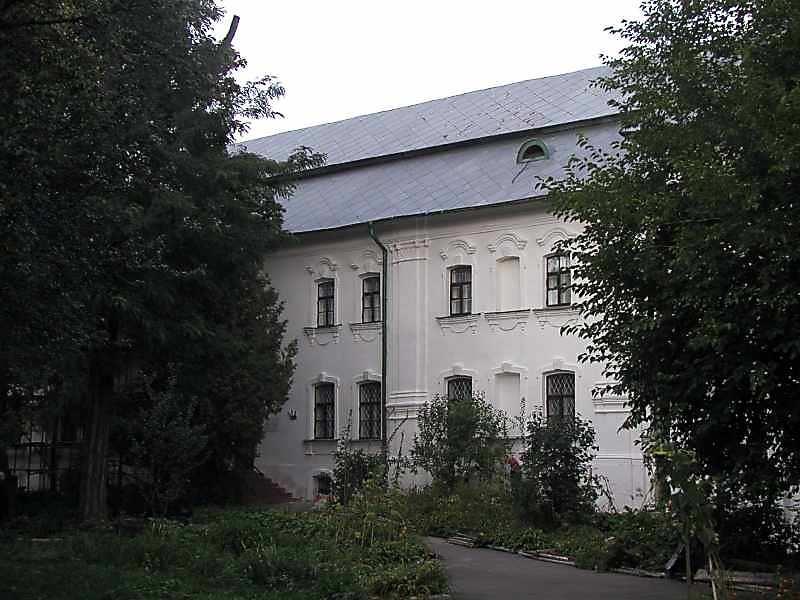 2004 р. Фрагмент головного фасаду
