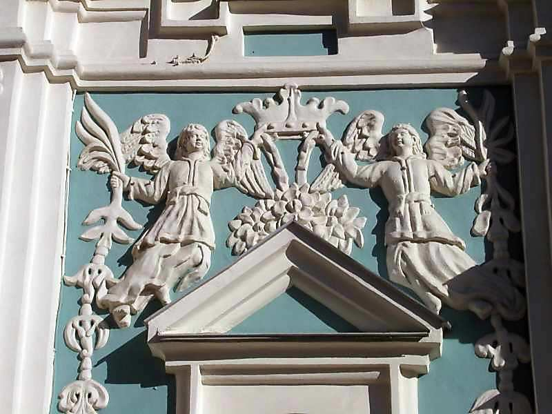 2004 р. Скульптурний декор…