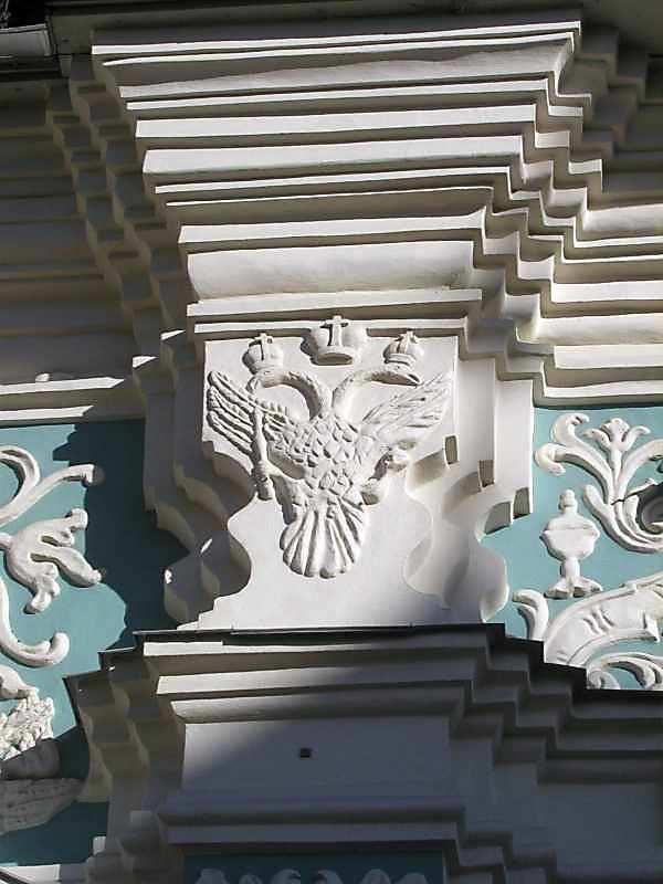 2004 р. Скульптурний декор (південно-західний фасад, 1-й ярус, 3-я від лівого краю пілястра)