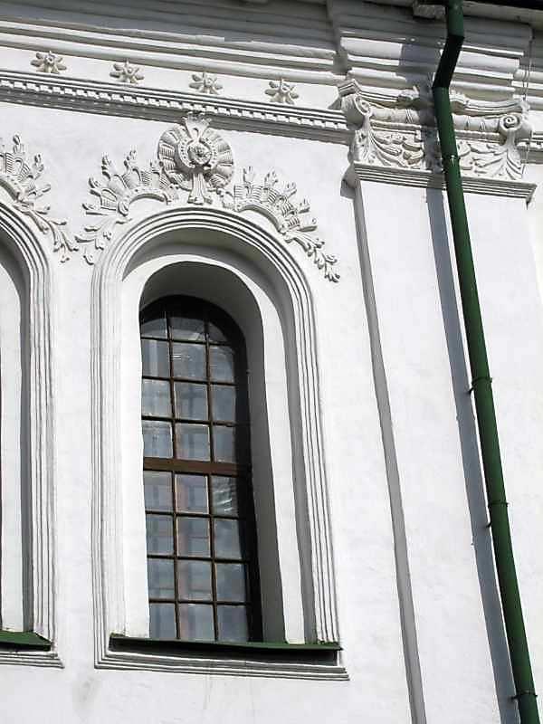 Південна стіна. Вікно (праве) верхнього ярусу центрального прясла
