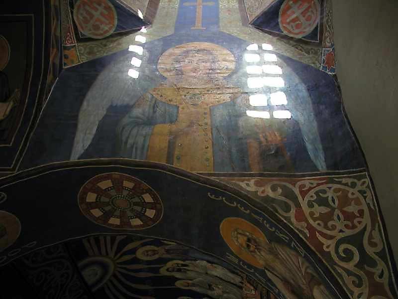 2005 р. Півпостать ангела (арка між центральним і південним відділенням хорів. Вигляд з півдня)