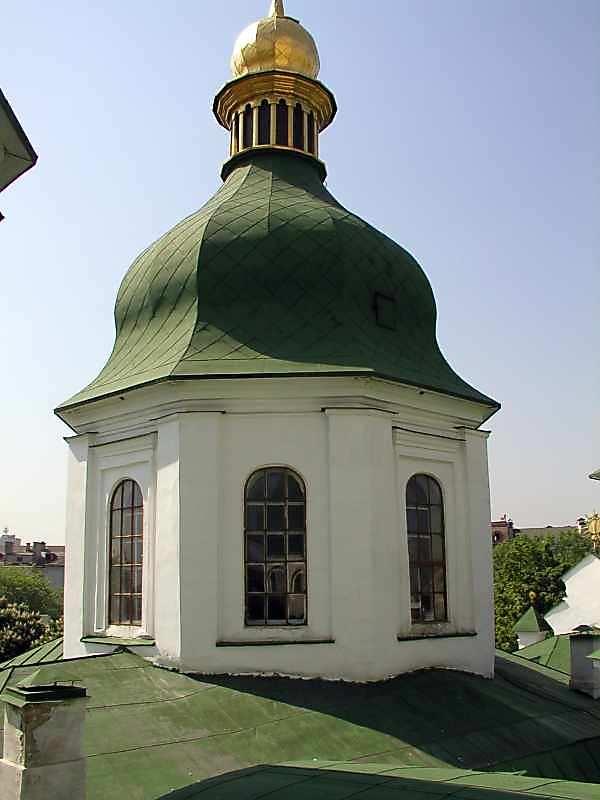 2005 р. Середній купол (над Михайлівським залом) південно-східного фасаду. Вигляд з півночі