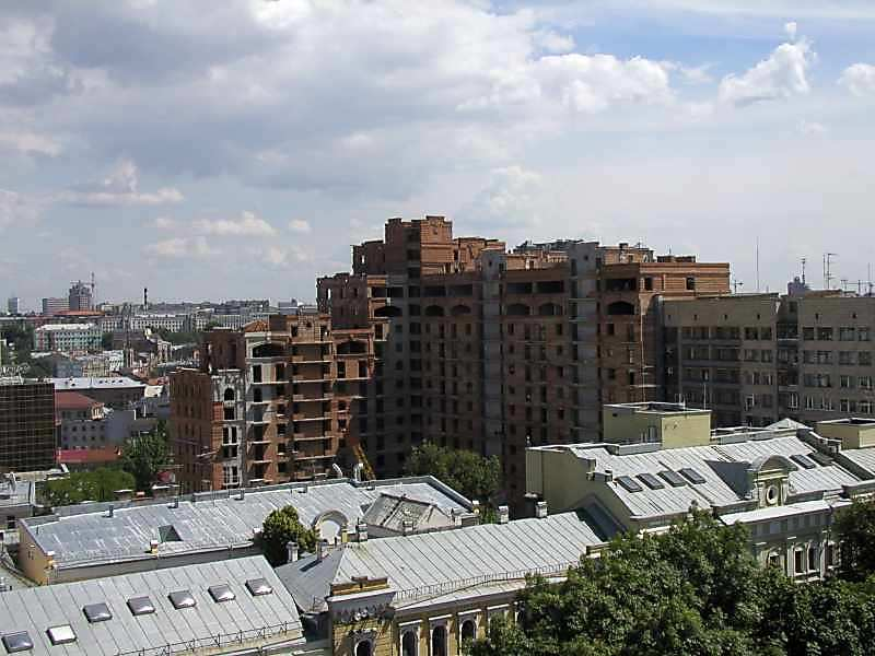 2005 р. Велетенський будинок на вул.Ірининській