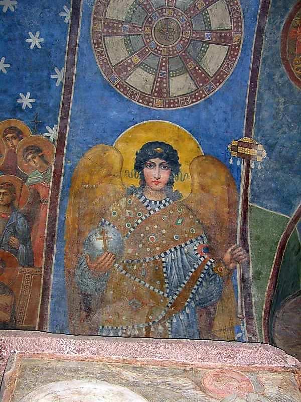 2005 р. Ангел на східній щоці арки між…
