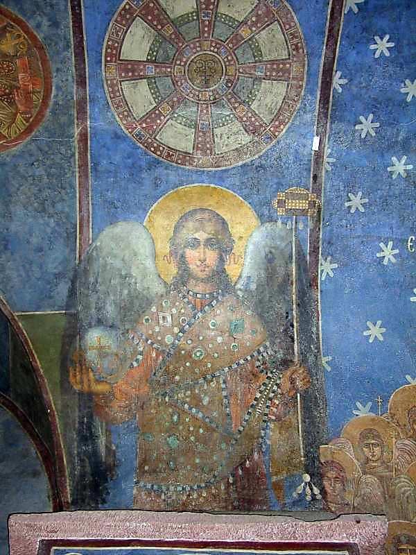 2005 р. Ангел на західній щоці арки…