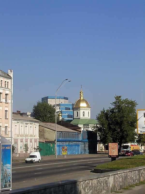 2005 р. Церква св.Іллі на тлі офісного…