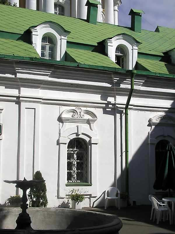 Фрагмент південного фасаду