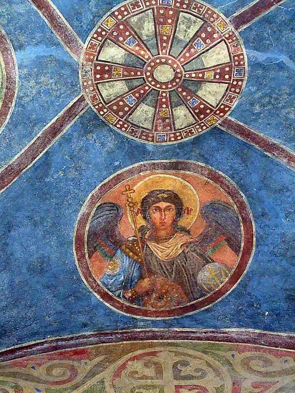 Ангел в медальйоні (північний сектор)