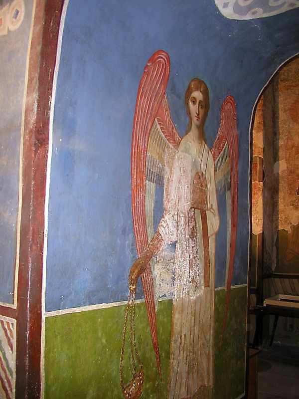 2006 р. Ангел на західній стіні проходу з центрального вівтаря до північного.