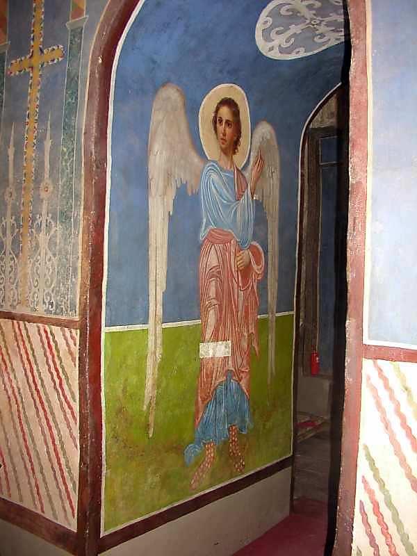 2006 р. Ангел на східній стіні проходу з центрального вівтаря до південного.