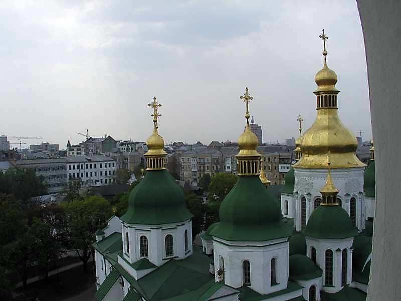 2006 р. Куполи Софійського собору на тлі забудови міста