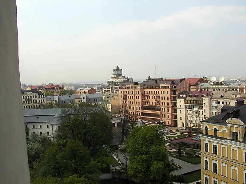 2006 р. Забудова вул.Стрілецької і Рильського пров. на тлі колосального будинку (Велика…