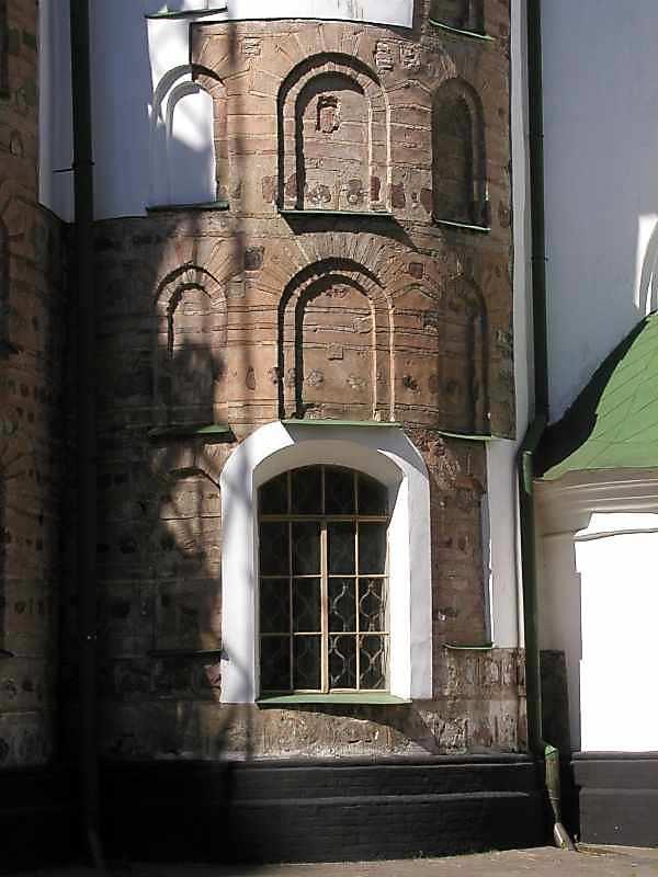 2006 р. Апсида північно-західної зовнішньої нави (вівтар св.Георгія). Нижня частина