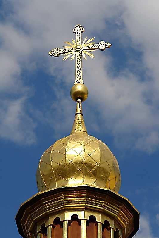 2007 р. Хрест над середнім верхом північно-західного фасаду. Вигляд з південного заходу