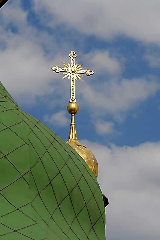 2007 р. Хрест над північним верхом північно-західного фасаду. Вигляд з південного заходу