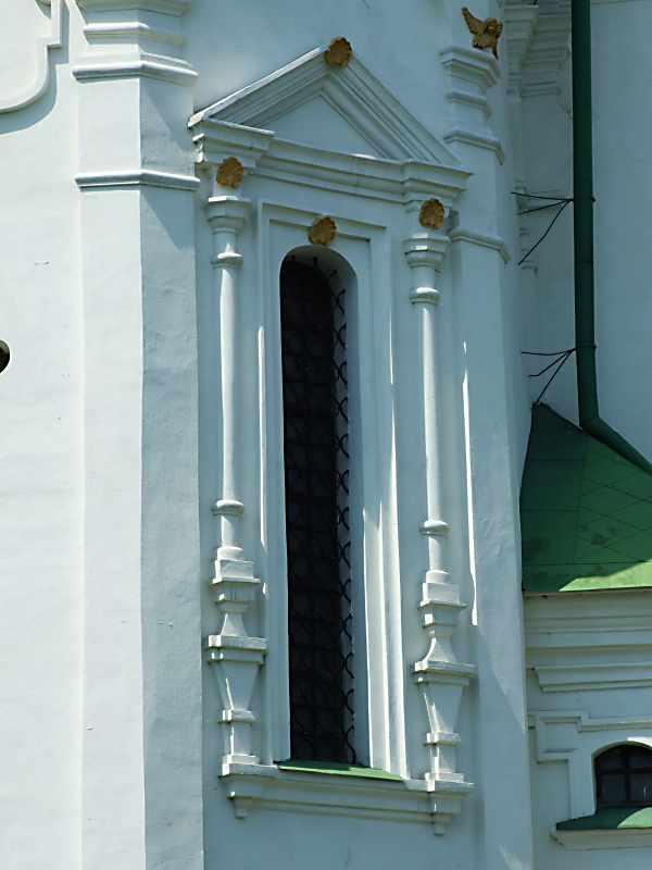 Вікно північно-східної грані східного…