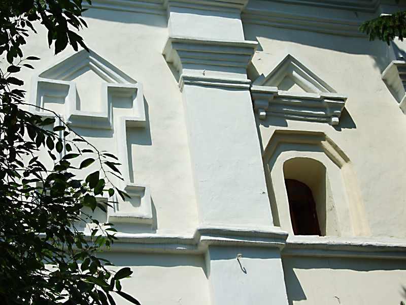 2007 р. Ніша і вікно східного фасаду
