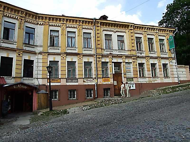 2007 р. Головий фасад (права частина)