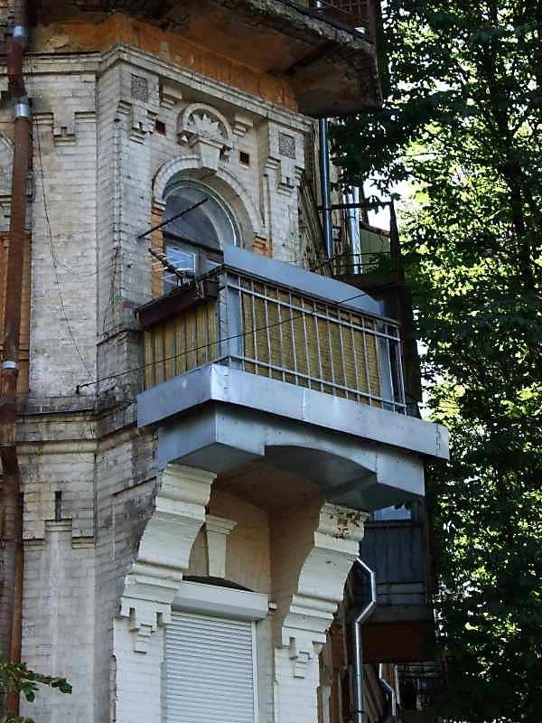 2007 р. Наріжний балкон 3-го поверху