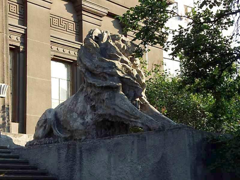 2007 р. Скульптура лева (права)