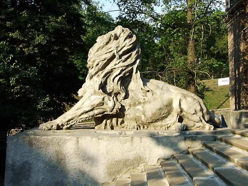 2007 р. Скульптура лева (ліва)