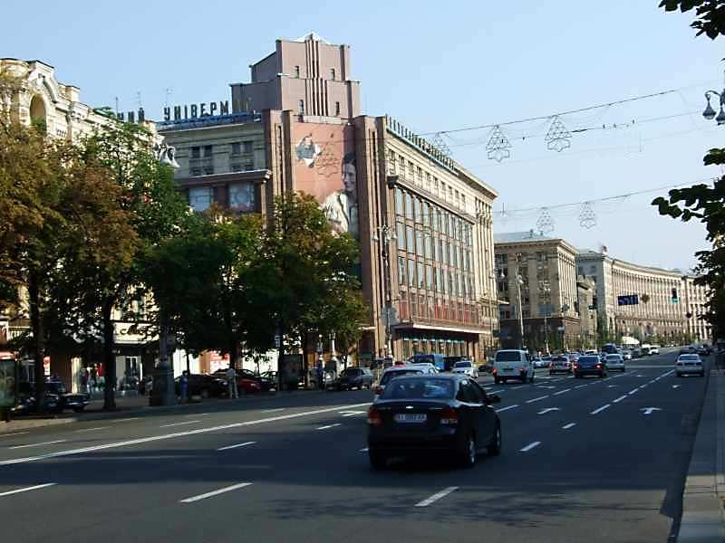 Хрещатик – центральна вулиця Києва. Вона простягається від Європейської площі до Бесарабської площі, переходячи у вул. Велику Васильківську. Вона…