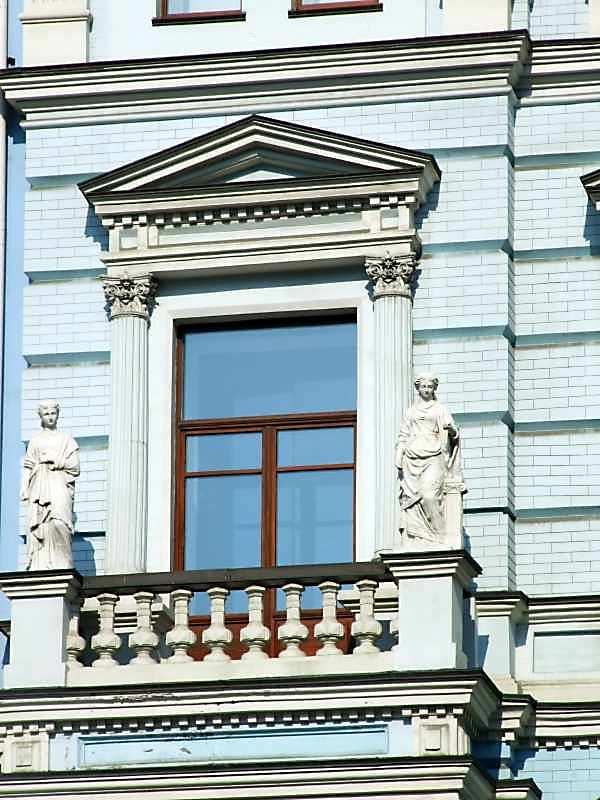 Вікно 3-го поверху (ліве)