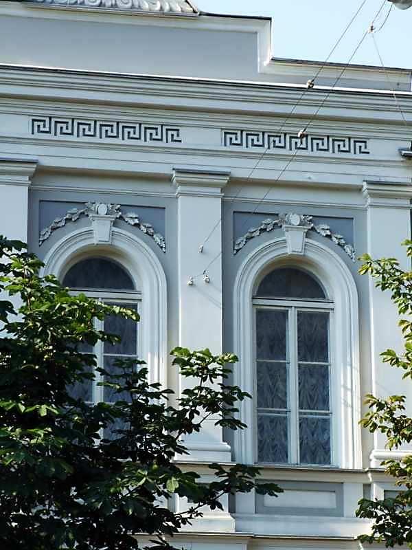 2007 р. Фрагмент фасаду 2-го поверху