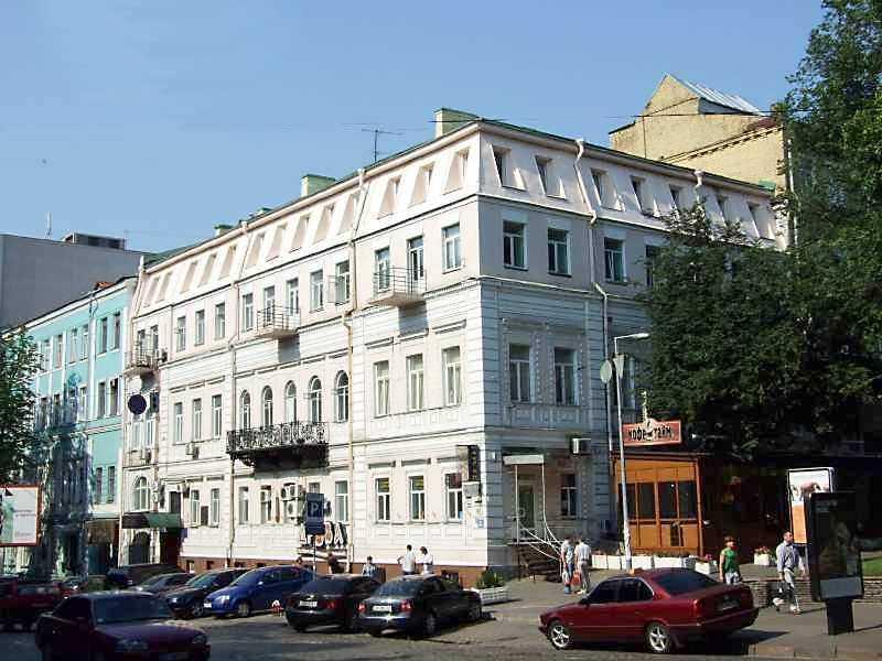 Будинок в Києві по вул. Володимирській, 42, в якому в 1908 – 1912 рр. працював Український клуб. І. Франко відвідав клуб під час свого приїзду до Києва у квітні 1909 р.