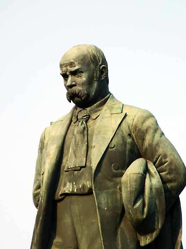 Half-size figure of Shevchenko in 3/4…