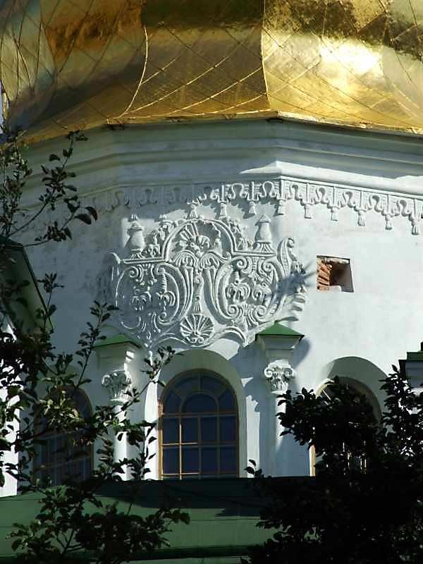 Скульптурний декор головної бані. Вигляд з північного заходу