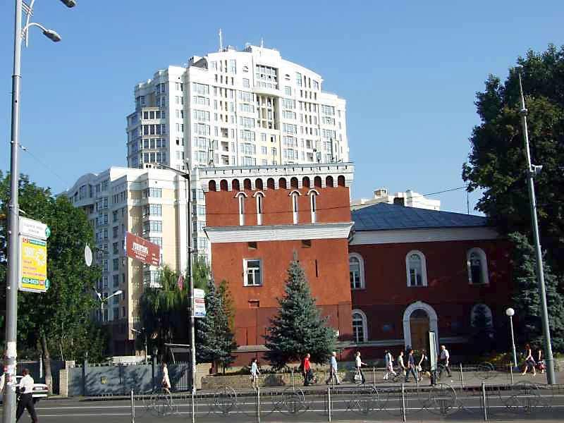2007 р. Брама на тлі Порошенківського…