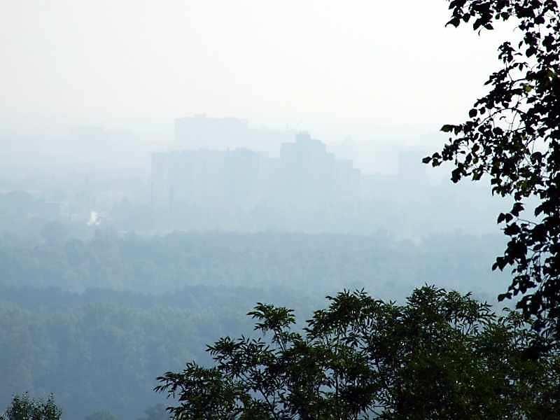 Оглядовий майданчик з видом на Дніпро і лівий берег