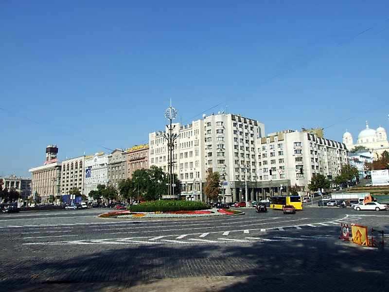2007 р. Панорама площі і початку Хрещатика