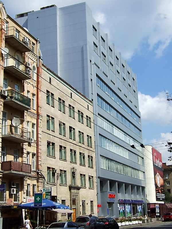2007 р. Будинки № 18, 16 у перспективі…