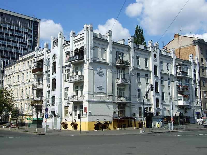 2007 р. Ріг вулиць Саксаганського…