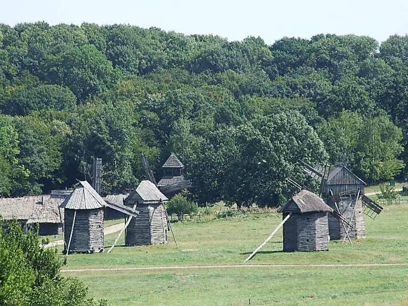 2007 р. Загальний вигляд групи вітряків із заходу